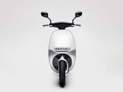 010514-Gogoro-Smartscooter-Front-View