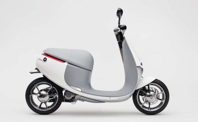 010514-Gogoro-Smartscooter-Right-Profile