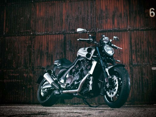 020615-yamaha-star-vmax-carbon-static-24