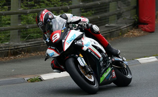 060915-2015-isle-of-man-tt-superstock-tt-hutchinson-f