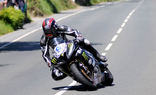 061115-isle-of-man-tt-supersport-2-hutchinson-f