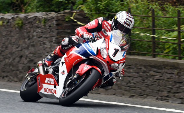 061215-isle-of-man-tt-senior-tt-mcguinness-f