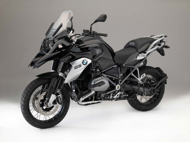 070315-2016-bmw-r1200gs-triple-black-3-