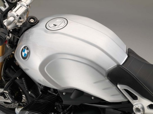 070315-2016-bmw-rninet-smooth-seams-tank-1-