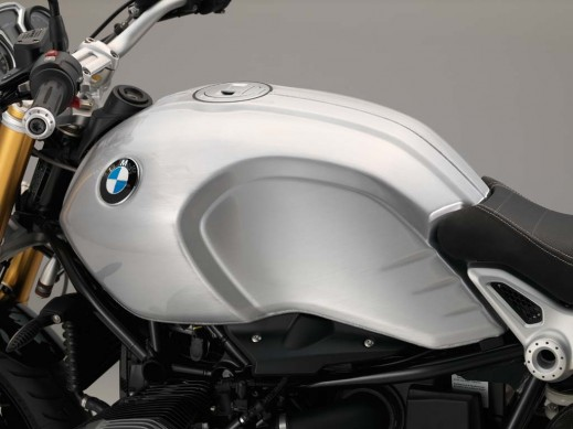 070315-2016-bmw-rninet-visible-seams-tank-2-