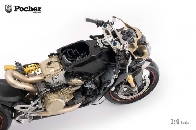 122315-model-ducati-3-1299_Panigale_miniature_by_Pocher_09