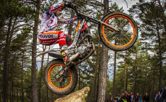 teamhrc16_repsolhondateam_r4_bou_5150_ps-lowres_feature