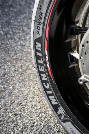 112516-michelin-power-rs-close-up