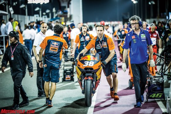 mechanics-bradley-smith-ktm-rc16-grid-losail-2017