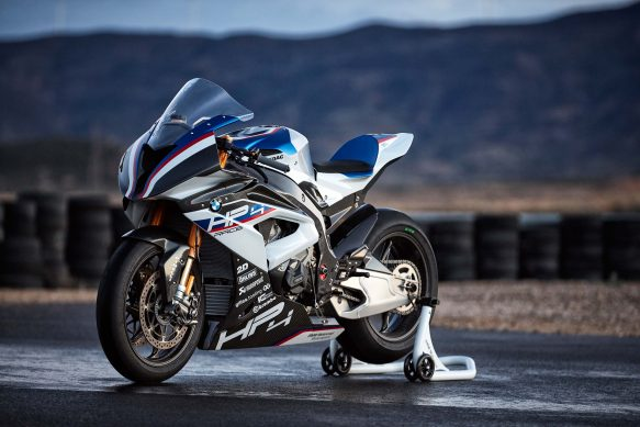 073117-2018-bmw-hp4-race-carbon-fiber-2
