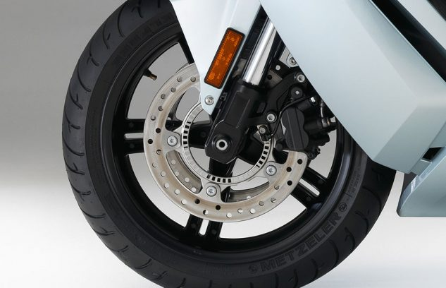 082317-bmw-c-evolution-electric-scooter-front-wheel