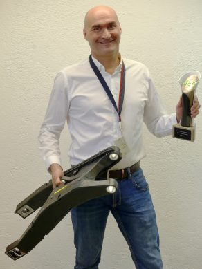 040318-bmw-hp4-carbon-fiber-swingarm-JEC-award-starke
