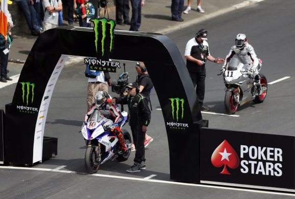 060818-2018-iomtt-senior-tt-hickman-start-pb-stephen-davison