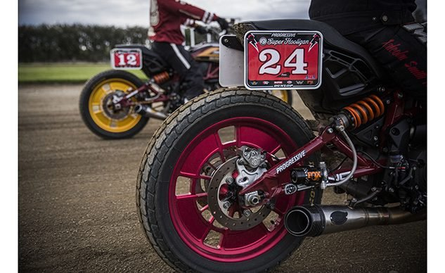 FOX_FTR1200_racingshock_RSD_SHNC_tworiders_feature