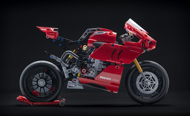 12_Ducati Panigale V4 R LEGO_ Technic__UC154226_High_feature