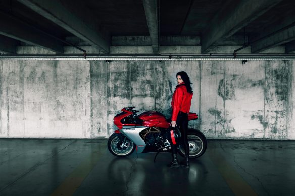 Superveloce 800 red ambient 6