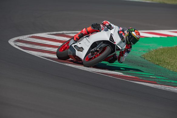 DUCATI_PANIGALE_V2_AMBIENCE _18__UC174111_High