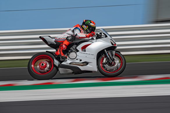 DUCATI_PANIGALE_V2_AMBIENCE _21__UC174106_High