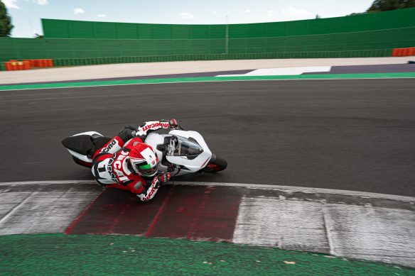 DUCATI_PANIGALE_V2_AMBIENCE _24__UC174108_High