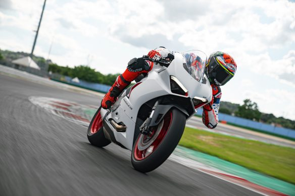 DUCATI_PANIGALE_V2_AMBIENCE _30__UC174118_High