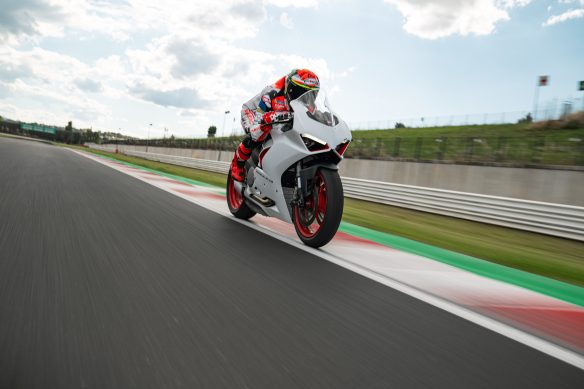 DUCATI_PANIGALE_V2_AMBIENCE _31__UC174119_High
