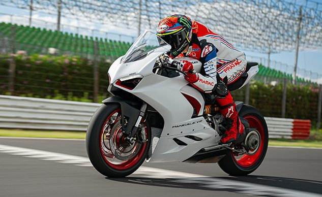 DUCATI_PANIGALE_V2_AMBIENCE _32__UC174120_High_feature