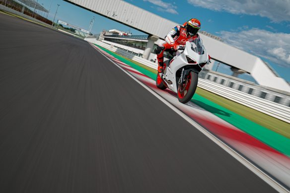 DUCATI_PANIGALE_V2_AMBIENCE _33__UC174122_High