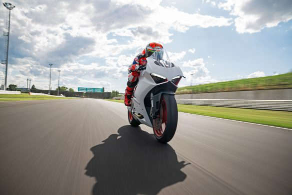 DUCATI_PANIGALE_V2_AMBIENCE _34__UC174121_High