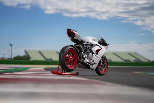 DUCATI_PANIGALE_V2_AMBIENCE _36__UC174102_High