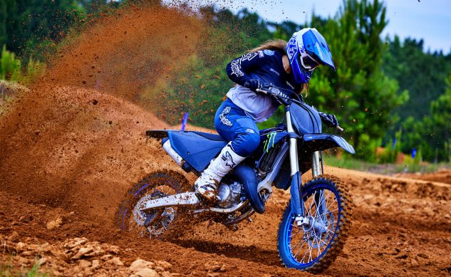 22_yz125_monster energy yamaha racing edition_action04_0011_feature